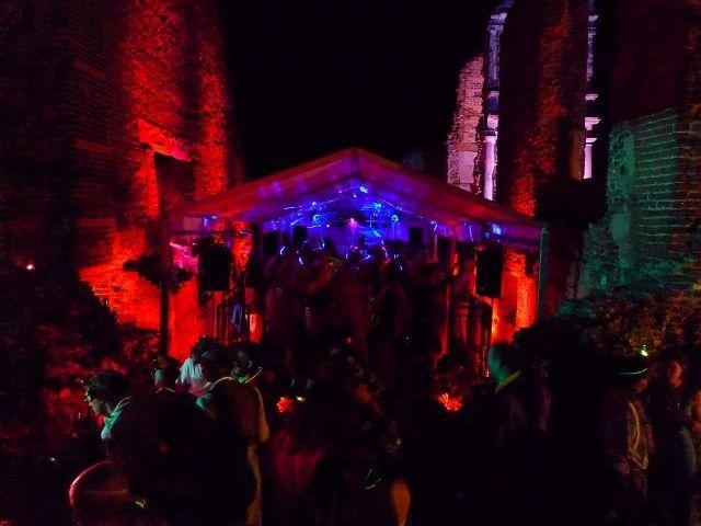 dance_tent_1024x768_640x480